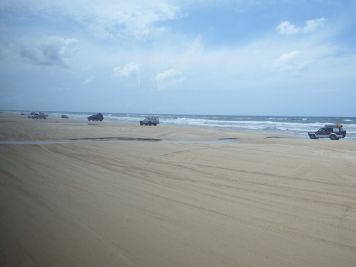 Fraser Island - Driving on 75 Mile Beach
